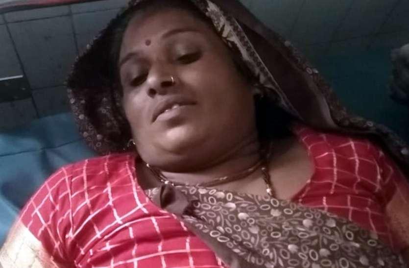 दबंगों ने दलित दंपत्ती को घर में घुस कर पीटा,पति का हाथ टूटा, पत्नी गंभीर घायल