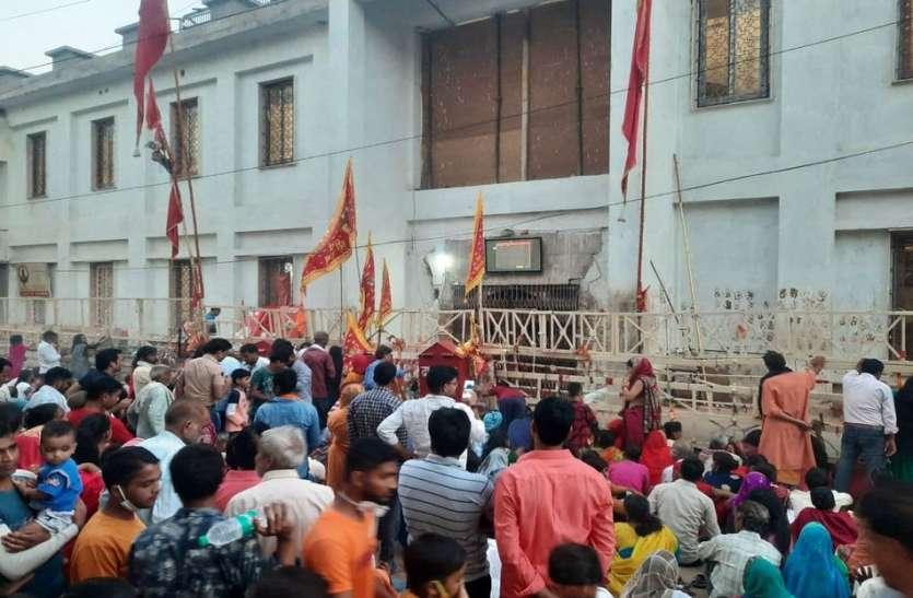 मेहंदीपुरा बालाजी मंदिर के कपाट बंद, भक्त नहीं कर सके अपने आराध्य के दर्शन