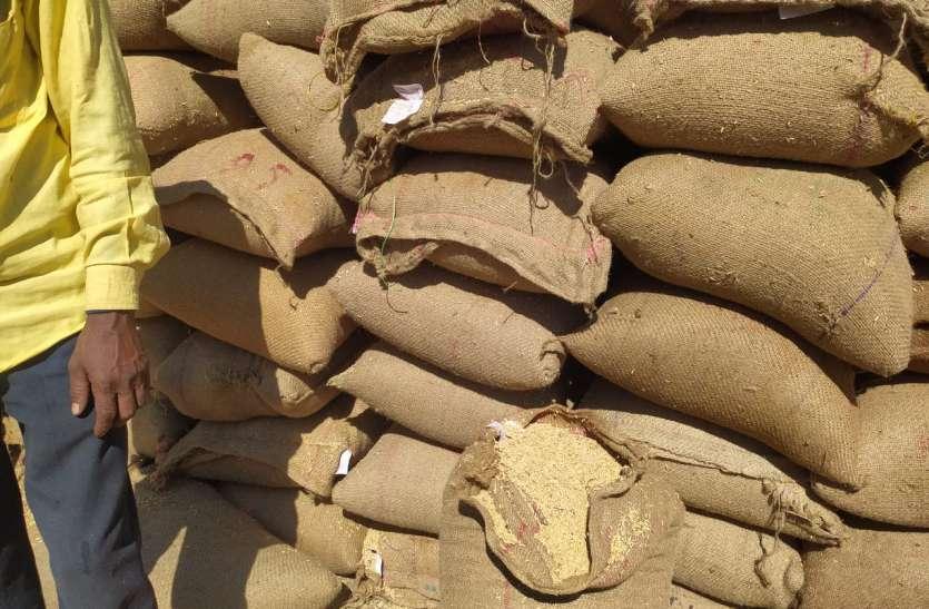 65 हजार एमटी धान में मिलरो ने 20 हजार एमटी धान का किया उठाव, गोदामों में पहुंचा 12 हजार एमटी चावल