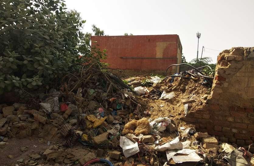शहर में करोड़ों के विकास कार्यों का दावा, निगम अपने भण्डार की दीवार को ही ठीक नहीं करवा पा रहा