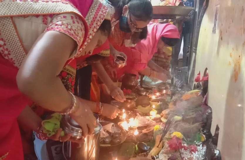 महाअष्टमी में मंदिरों में विशेष पूजा-अर्चना, मातारानी को लगाया भोग