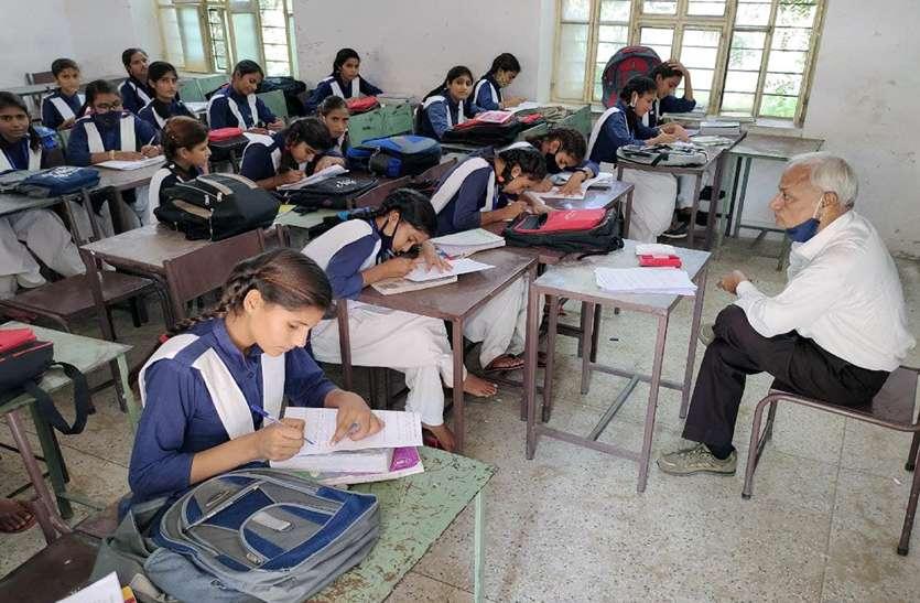 उदयपुर से आई कमेटी ने की जांच शुरू, छात्राओं से भरवाई प्रश्नावली