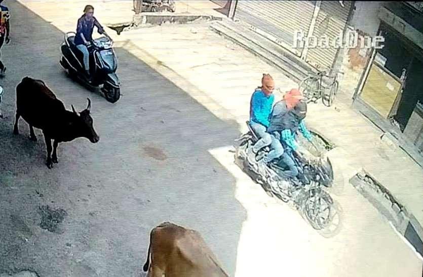 दुर्ग में बंदूक की नोक पर इंडियन बैंक के कैशियर से 15 लाख रुपए की लूट, गाड़ी भी उठाकर ले गए नकाबपोश बदमाश