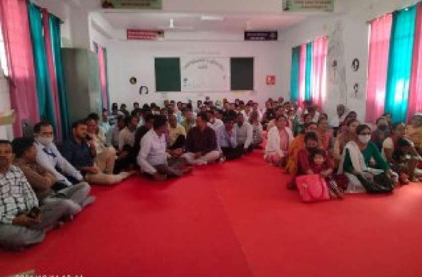 भोजन हजम, शिक्षकों को मिली कोरी चाय-कचोरी