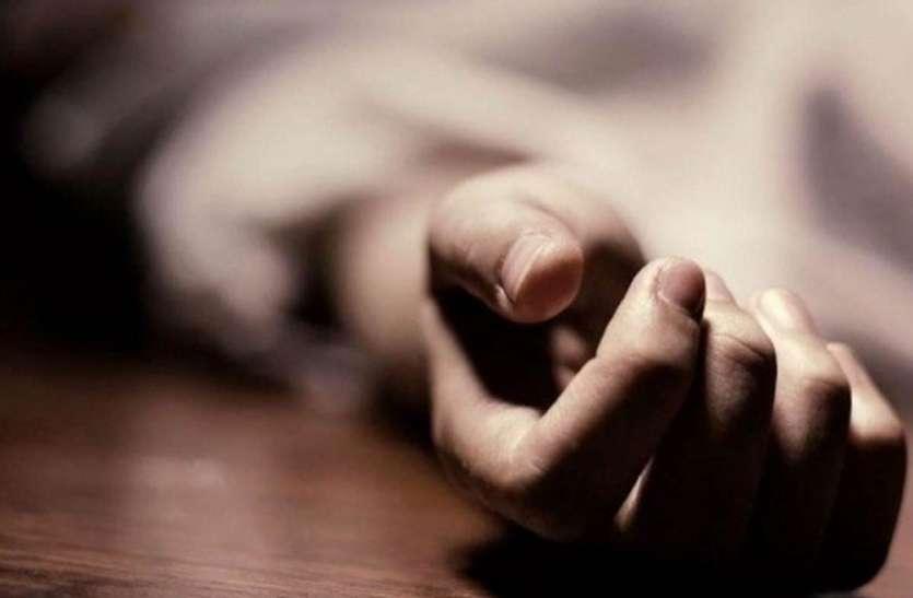 Quick Read: घर में घुसे बदमाशों ने की मां-बेटी की हत्या, पिता गंभीर रूप से घायल