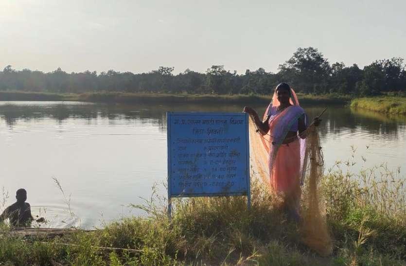 प्रधानमंत्री मत्स्य संपदा योजना का लाभ लेकर आर्थिक स्थिति मजबूत किया महिला कृषक ने