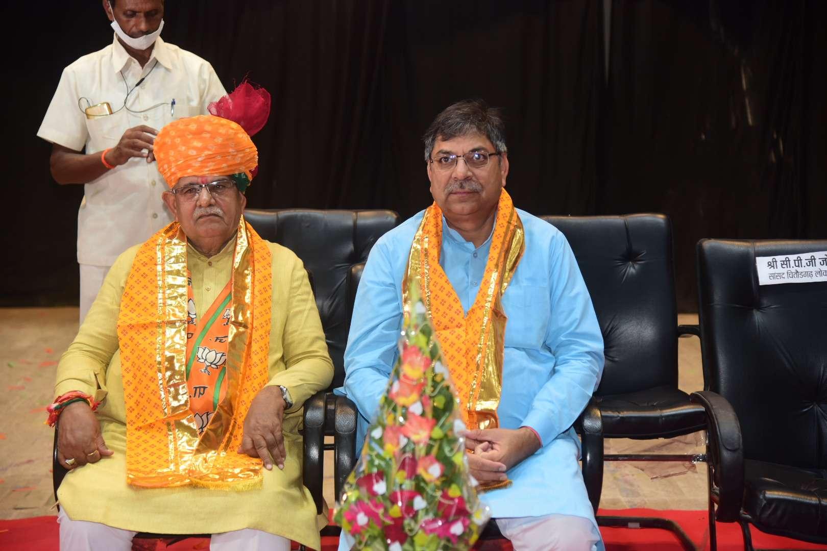 प्रतिपक्ष नेता गुलाबचंद कटारिया के जन्मदिन पर अभिनंदन समारोह में साथ में भाजपा प्रदेश अध्यक्ष डा सतीश पूनिया।