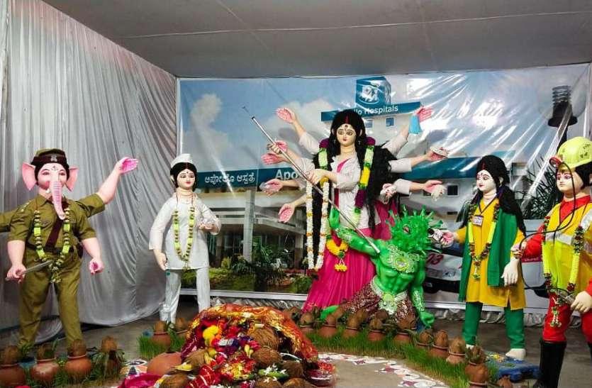 अनोखी सोच: मां दुर्गा को बनाया डॉक्टर तो महिषासुर को कोरोना, भगवान गणेश बने पुलिस तो...