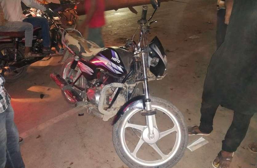बोलेरो ने मोटरसाइकिलों को मारी टक्कर, हुआ फरार