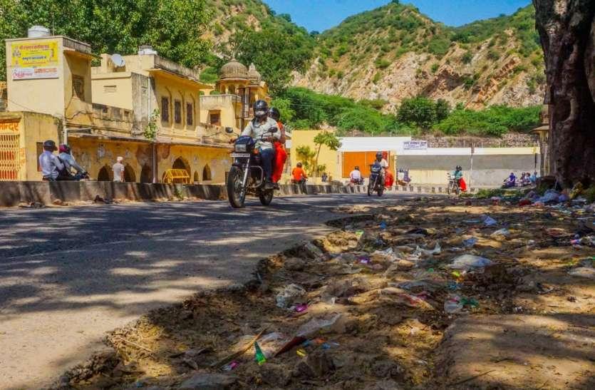 दिवाली नजदीक, सड़कों पर लगे जख्मों को मरहम का इंतजार