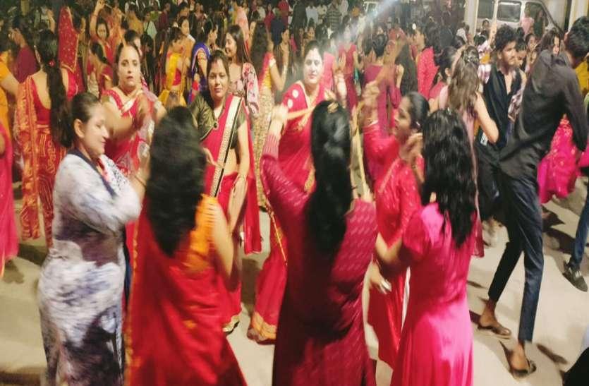 शारदीय नवरात्र: मंदिरों व सोसायटियों में हवन, अनुष्ठान