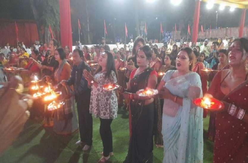 Sharadiya Navratri 2021: कोरोना के समूल नाश को third gender ने उतारी मां की आरती, मांगा आशीर्वाद