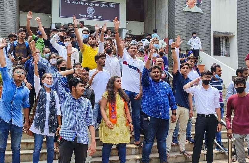 पुलिस की पिटाई के खिलाफ एबीवीपी ने वीएनएसजीयू में किया उग्र विरोध प्रदर्शन