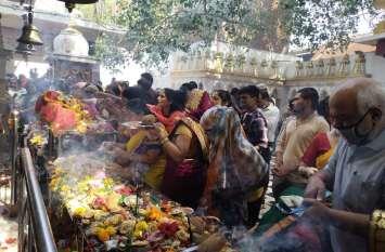 मंदिरों में उमड़ा आस्था का सैलाब, मां को अर्पित की अठवाईं, कराया कन्या भोज, बांटा प्रसाद