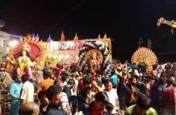 दुर्गा मैया भूल न जाना, अगली साल फिर से आना...