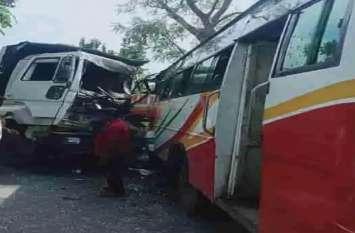 यात्रियों से भरी बस को डंफर ने मारी टक्कर, दर्जनों यात्री घायल