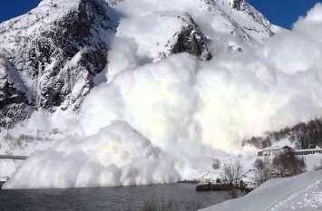 Himachal Pradesh: बर्फीले तूफान का कहर, चपेट में आए तीन ट्रैकर्स की मौत, 10 को बचाया गया