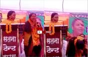 मंच पर नतमस्क हुई भाजपा प्रत्याशी को उमा भारती ने दी नसीहत, देखें वीडियो