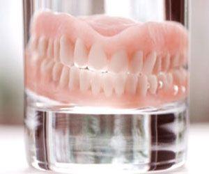 नकली दांत हों तो भी चेकअप कराना चाहिए