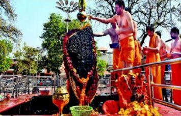 शिंगणापुर में है शनिदेव का सबसे बड़ा मंदिर