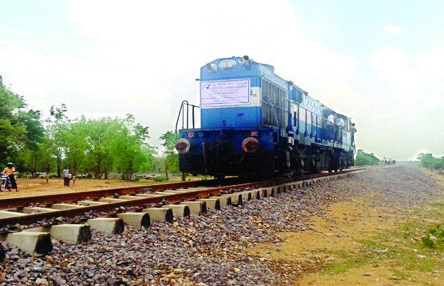 गोरखपुर-आजमगढ़ व वाराणसी ट्रेन रूट जल्द