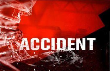 हाइमास्ट गेट में धक्का मार फंस गया ट्रक