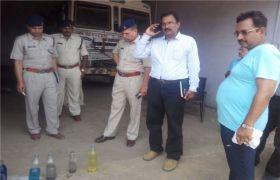 पेट्रोल पंप पर प्रभारी मंत्री ने मारा छापा