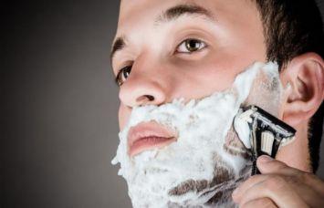 दाढ़ी बनाते हुए कट लगने से भी हो सकती है मौत!