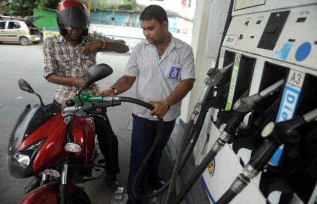 मणिपुर में फ्यूल संकट, 180 रूपए प्रति लीटर बिक रहा है पेट्रोल