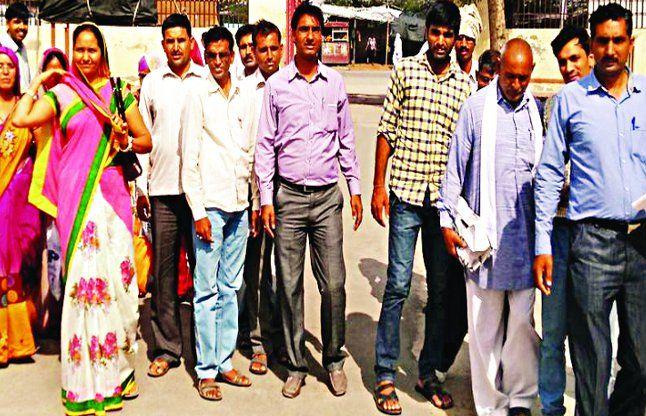 सादुलपुर के शिक्षकों का प्रदर्शन