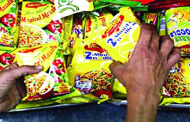 दुकानों में मैगी व नूडल्स की भरमार, खाद्य विभाग मौन