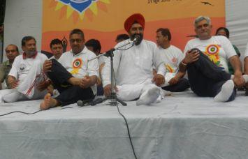 शरीर को स्वस्थ रखने का योग एक प्रभावी साधन- चौ. बीरेंद्र सिंह