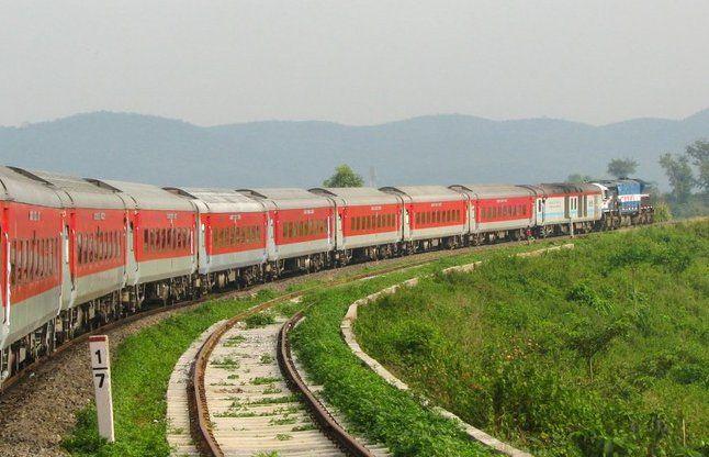 रेल यात्रा होगी आसान, दूसरी ट्रेनों में भी चलेगा वेटिंग टिकट