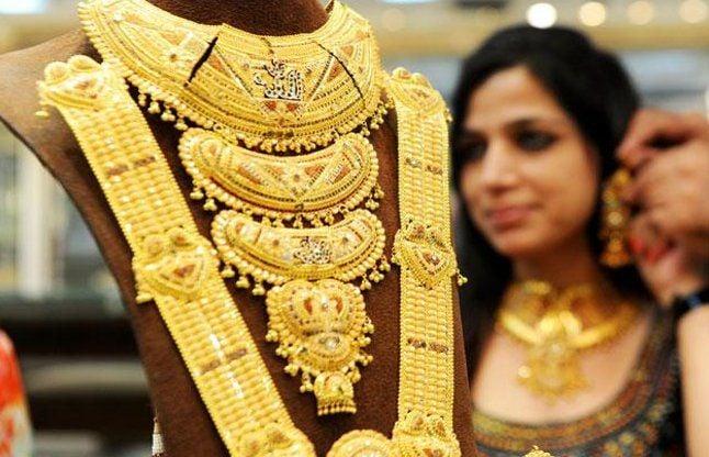 डॉलर के कमजोर होने का दिखा असर, सोना हुआ महंगा