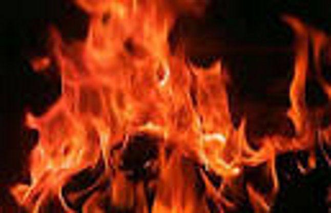 पारिवारिक कारणों के चलते महिला ने खुद को आग लगाई