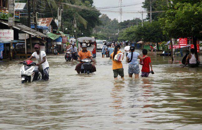बारिश और बाढ़ से असम बेहाल, अब तक 61 की मौत