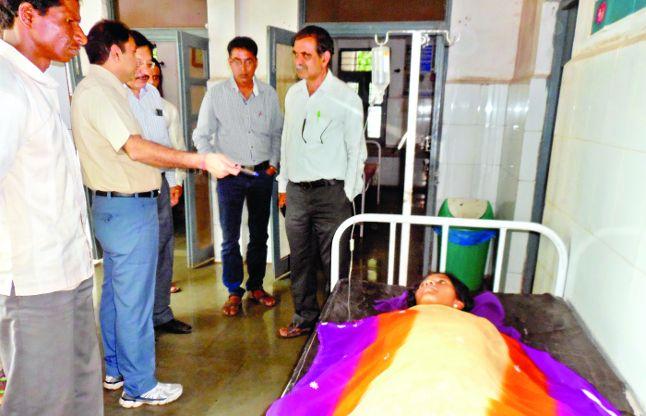 कन्या छात्रावास की तीन छात्राओं को उल्टी-दस्त