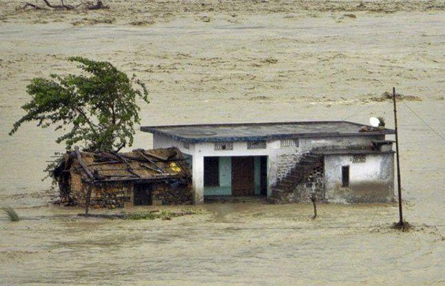 अचानक आई बाढ़ में बह गया परिवार, BBA कर रही छात्रा की मौत