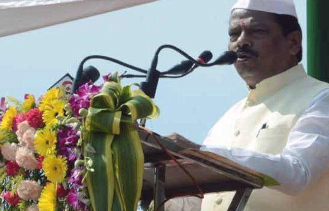 सीएम ने Ranchi, राज्यपाल ने Dumka में फहराया तिरंगा