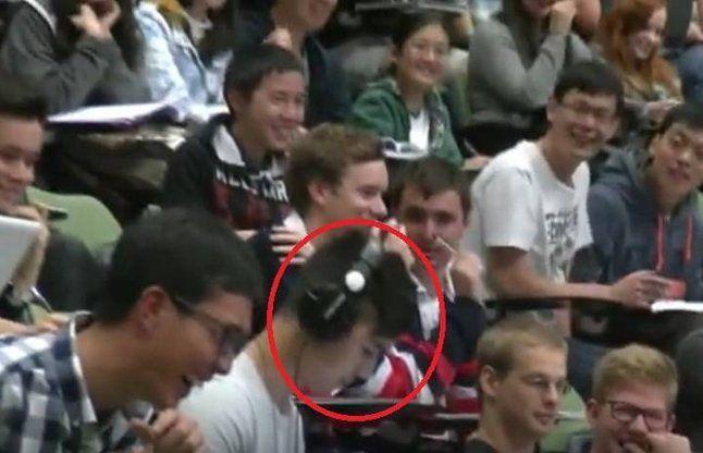 छात्र देख रहा था पोर्न, क्लास में गूंजने लगी आवाजें, देखें Video