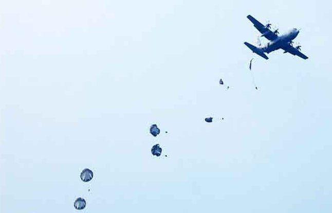 1200 फीट की उंचाई से छलांग लगाने से चूके 'कैप्टन कूल' धोनी