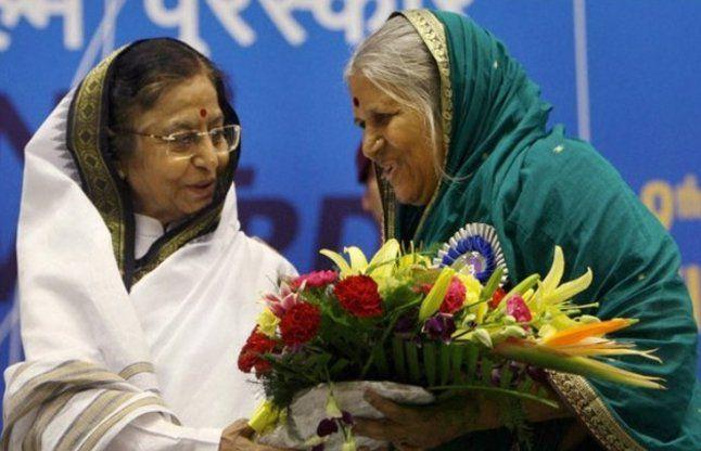 """ये हैं """"अनाथों की मां"""" सिंधुताई, भीख मांग कर सैंकड़ों बच्चों को पाला"""