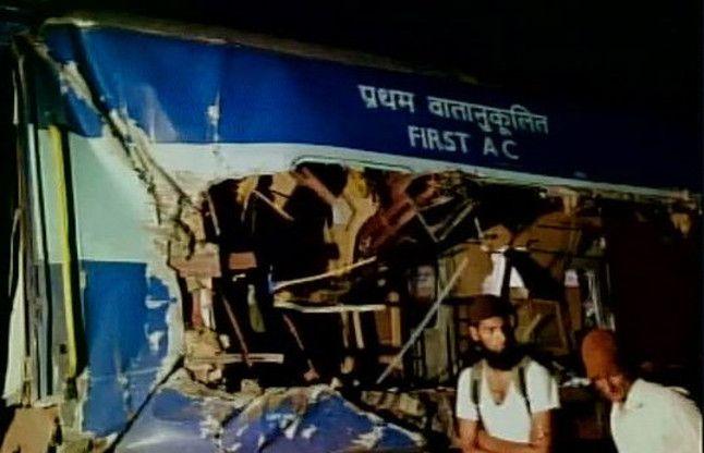 आंध्र प्रदेश रेल दुर्घटना: 13 ट्रेनों के मार्ग में बदलाव