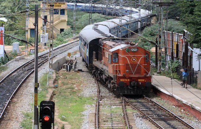 जल्द ही रंग-बिरंगे नजर आएंगे भारतीय रेल के डिब्बे!