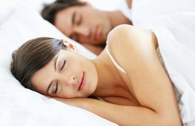 जीवन में चाहते हैं रोमांस तो बेडरूम में रखें इन बातों का ध्यान