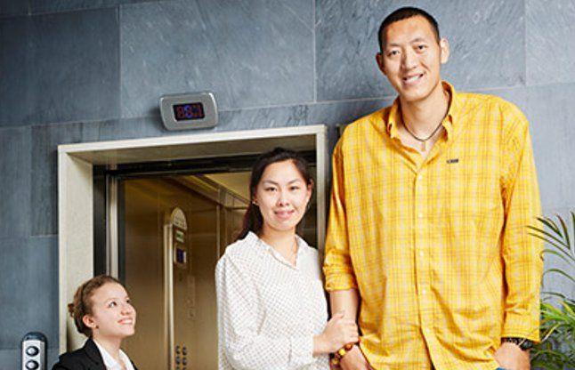 ये है दुनिया का सबसे लंबा जोड़ा, संयुक्त लंबाई 423.47 सेमी