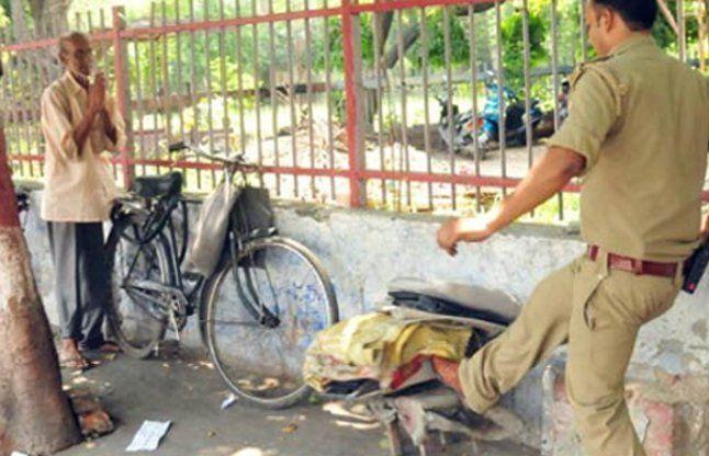 पुलिस की गुंडागर्दीः सस्पेंड हुआ बुजुर्ग का टाइपराइटर तोड़ने वाला दरोगा