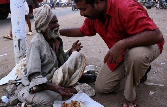 गरीबों का पेट भरने के लिए इस भारतीय ने छोड़ी लाखों की नौकरी