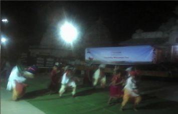 लोक नृत्य पर थिरके कदम, नर्मदा महाआरती में दी भव्य परफार्मेंस
