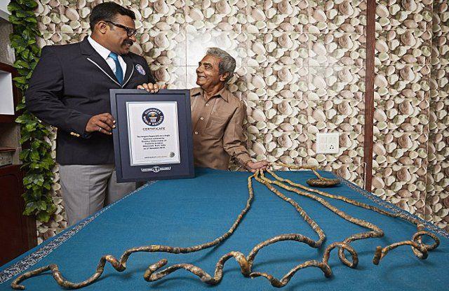 ये हैं दुनिया के सबसे लंबे नाखूनों वाले इंसान, 62 साल से नहीं काटे नाखून